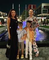 Молодые мамы за 50: Эвелина Блёданс и Ольга Кабо с младшими сыновьями