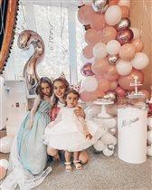 Анна Хилькевич и день рождения младшей дочки: 4 платья, кухня в подарок и крошечный тортик