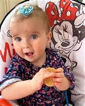 Ирина Слуцкая с 9-месячной дочкой: 'Как прибили бантик, так и держится'