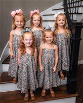 Пятерняшки Басби пошли в детский сад: 'Как девочки выросли!'