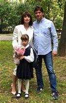 Ирина Муромцева с бывшим мужем отвели дочку в первый класс