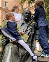 Сергей Михалков и правнуки: неожиданное фото Анны Михалковой после школы