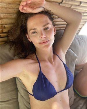 Елизавета Боярская в купальнике: прекрасна без макияжа и одежды