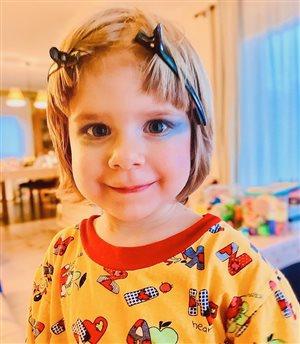 Юлия Савичева разрешает 3-летней дочке краситься