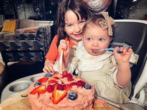 Милла Йовович: первый день рождения третьей дочки и необычный торт